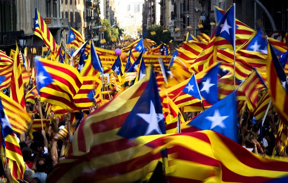 Мадрид утвердил новое правительство Каталонии без заключенных политиков