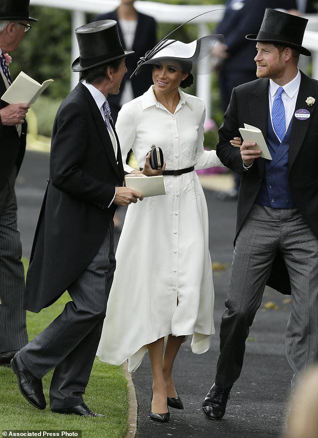 Вся в белом: Меган Маркл дебютировала на королевских скачках