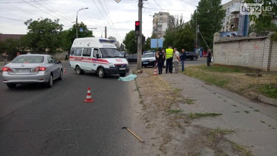 В Херсоне «скорая» сбила женщину насмерть на пешеходном переходе