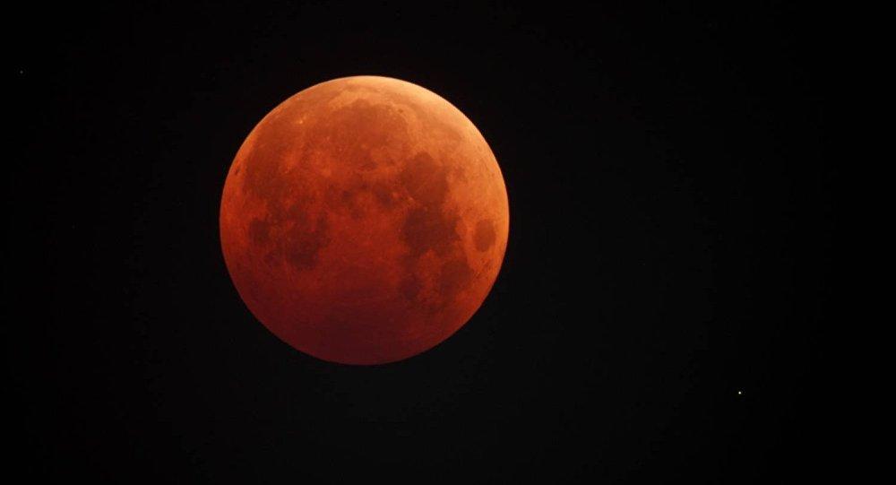Луна в июле станет багровой на рекордные 4 часа