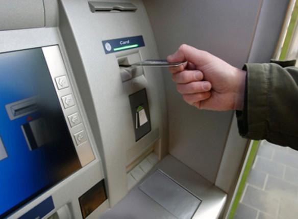 В Украине банки начали блокировать платежные карты клиентов