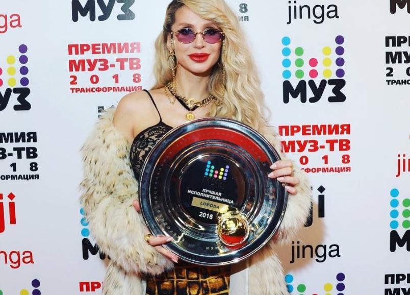 Скандальные украинские певицы получили награды в Москве: Фото
