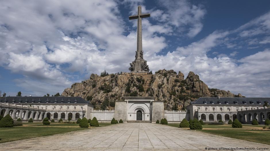Испания хочет перенести останки диктатора Франко из мавзолея