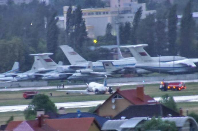 В аэропорту «Киев» самолет выкатился за взлетно-посадочную полосу