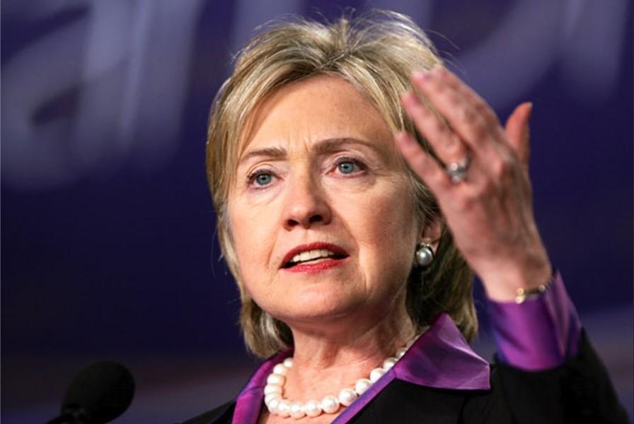 Клинтон прокомментировала инцидент с доставкой бомбы