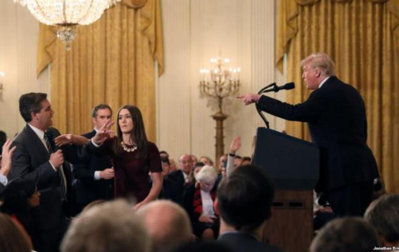 Журналиста CNN лишили аккредитации в Белом доме