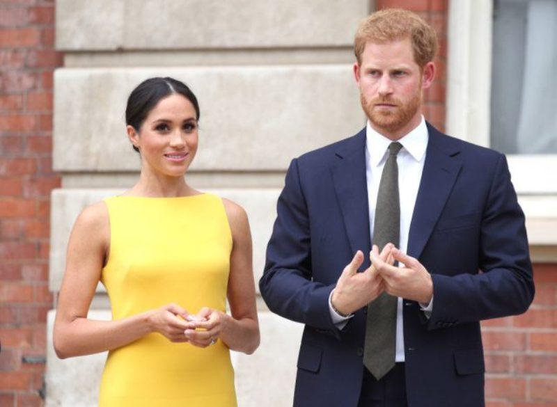 От Меган Маркл и принца Гарри бегут персональные помощники