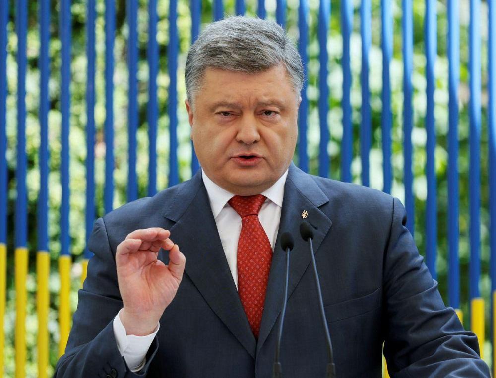 Порошенко: Будут образованы штабы обороны в 10 областях с военным положением