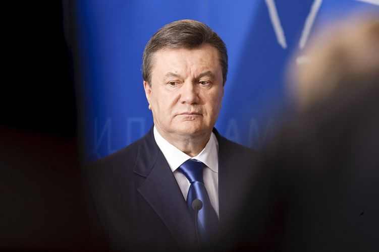 Сегодня могут снять арест со 120 млн гривен окружения Януковича — источник