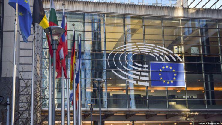 Еврокомиссии обвиняет РФ в попытках повлиять на выборы и референдумы в странах ЕС