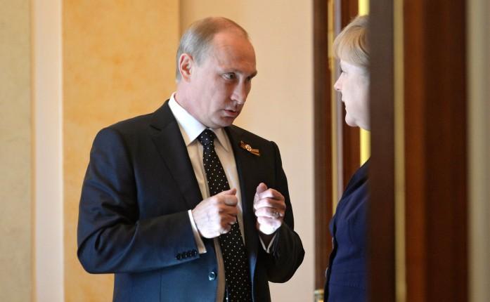 Меркель и Путин по телефону обсудили провокации РФ в Керченском проливе