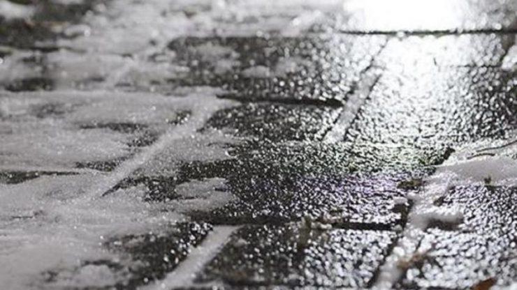 Украинцев предупредили о снеге и гололеде завтра