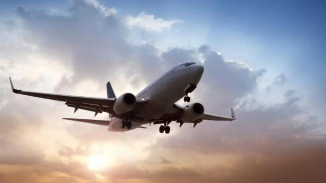 Стало известно, почему опасно пить кофе и чай в самолете
