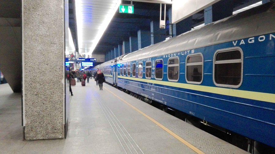 Украина увеличит количество поездов в Польшу – Омелян