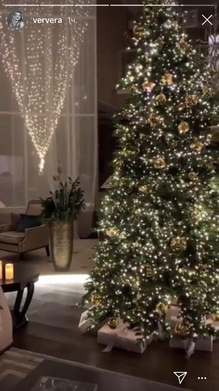 Вера Брежнева показала как украсила дом на Рождество