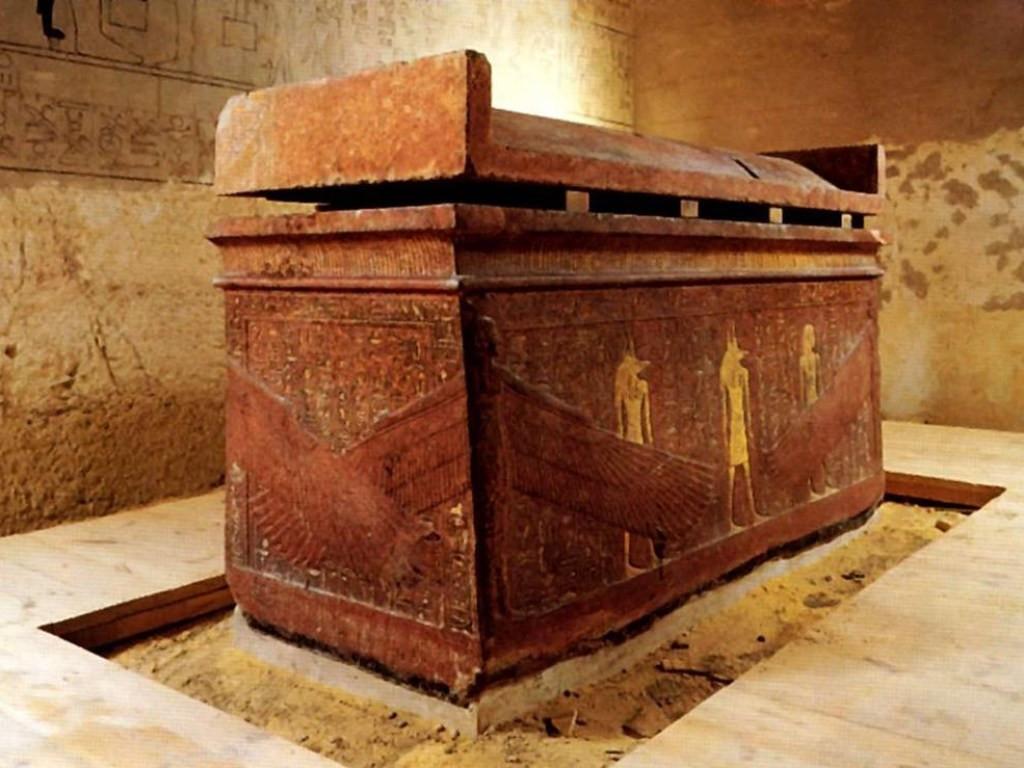 В Египте обнаружили крупнейшую гробницу с мумиями детей