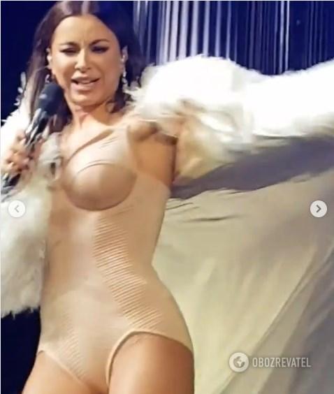 Полуголая Ани Лорак в шубе шокировала и разочаровала фанатов