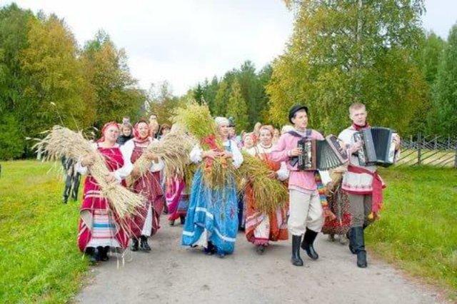 Осенние праздники в России