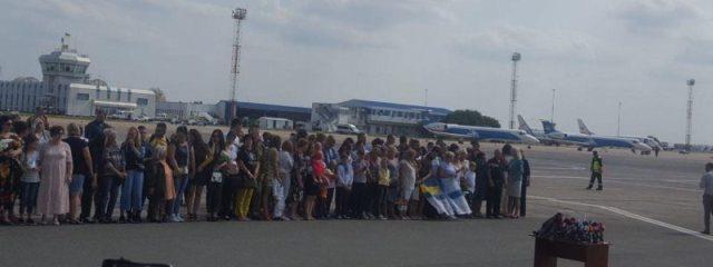 Зеленский не сдержал слез, увидев освобожденных украинцев