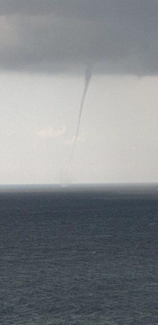 Сокрушительный смерч пронесся побережьем Крыма: фото