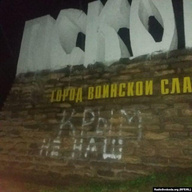 Россияне призвали Путина вернуть Крым Украине и закончить войну на Донбассе
