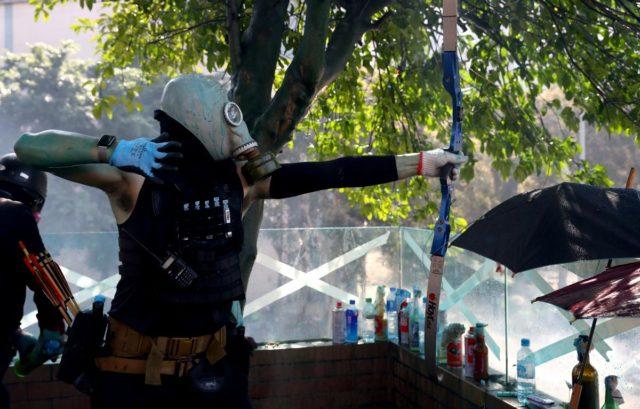 Протесты в Гонконге ужесточились после решительных действий полиции: видео