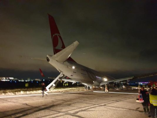 Аварийная посадка: в Одессе чудом спасли Boeing 737 со 136 пассажирами