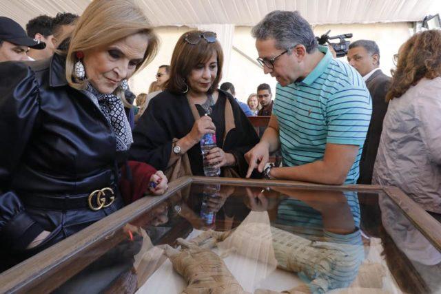Египетские археологи показали уникальную коллекцию мумий животных, которым 2500 лет