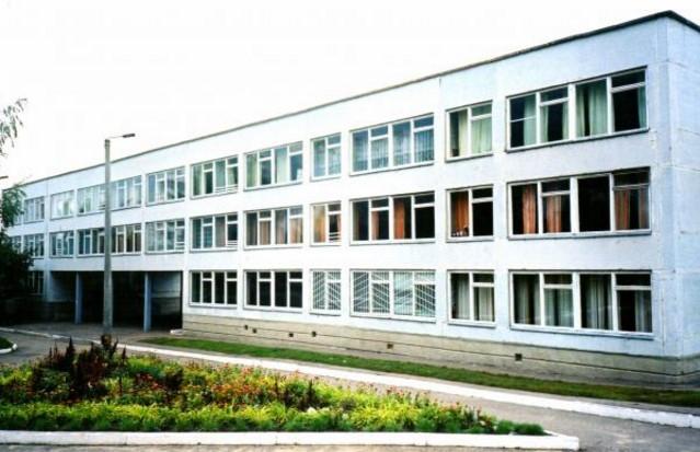 В Украине закрылись 200 школ: что происходит