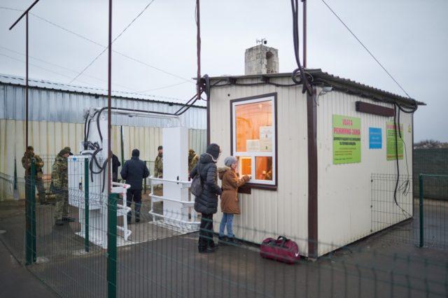 Зеленский вместе с послами Франции и Германии открыл мост в Станице Луганской: видео