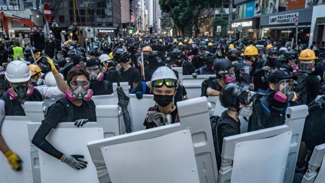 Украинцев массово задерживают в Гонконге и депортируют