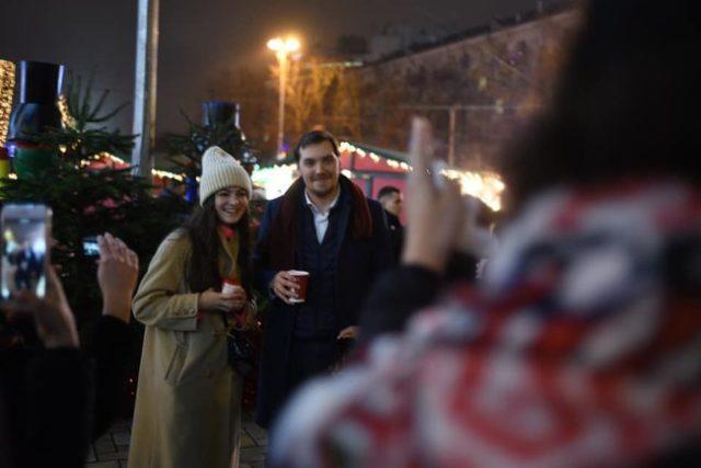 Гончарук устроил шопинг на рождественской ярмарке