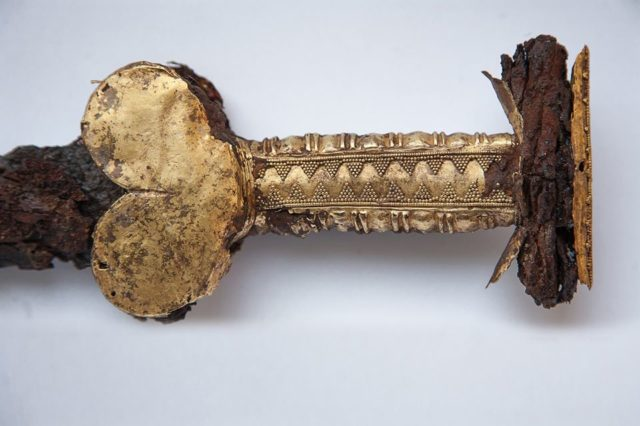 В Запорожье отреставрировали меч времен скифов: фото
