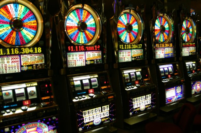 Как заработать в казино Азимут 777?