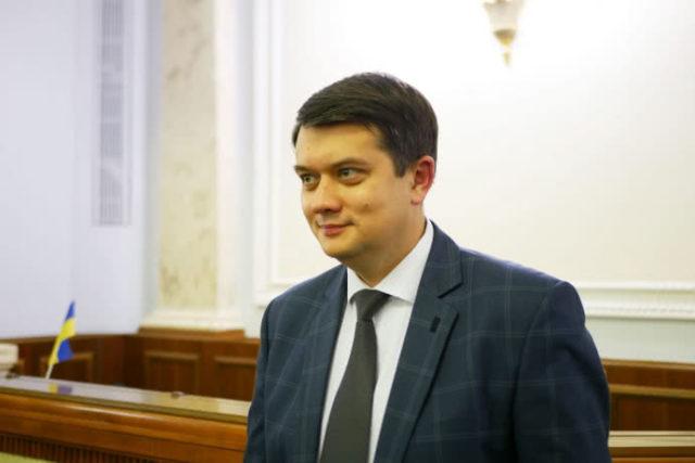 """Порошенко и """"слуг народа"""" лишили миллионных выплат за прогулы"""