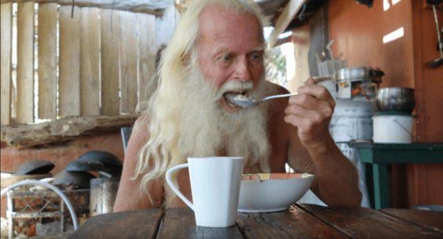 Современный Робинзон: экс-миллионер живет на необитаемом острове более 20 лет