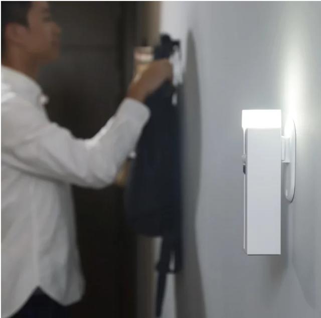 Xiaomi представила новинку с функциями фонарика, лампы и портативного аккумулятора