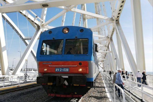 Путин завтра пустит поезда по Крымскому мосту