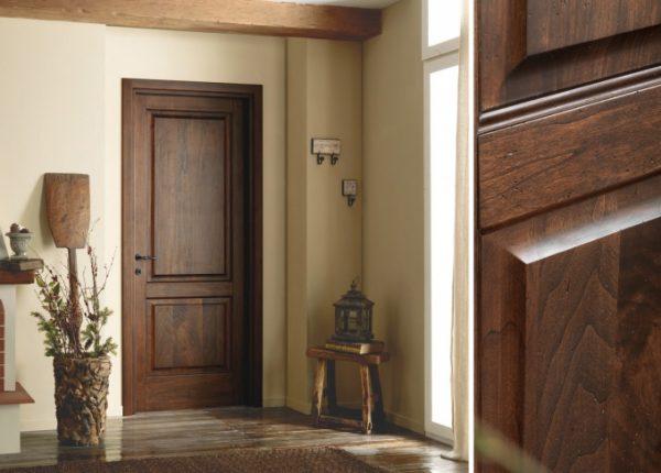 Качественные межкомнатные двери из массива в салоне-магазине «Бережа»