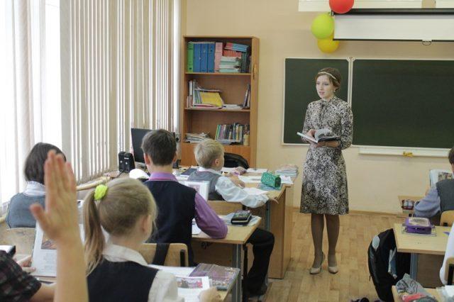 Стало известно, когда и сколько соцпомощи получат молодые учителя