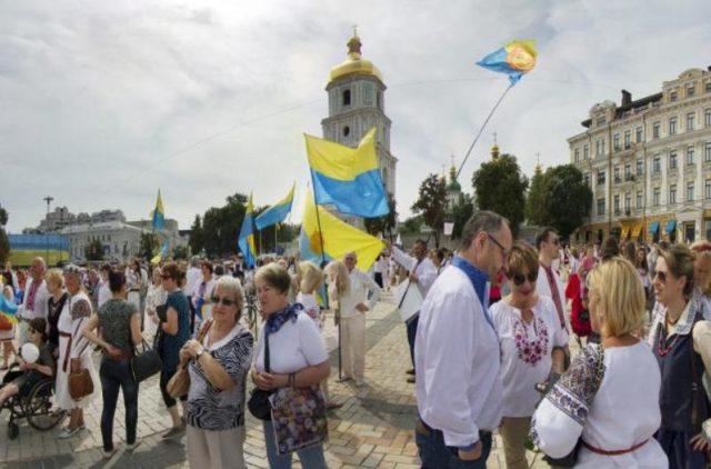 Украинцы массово жалуются на цены и тарифы, — опрос