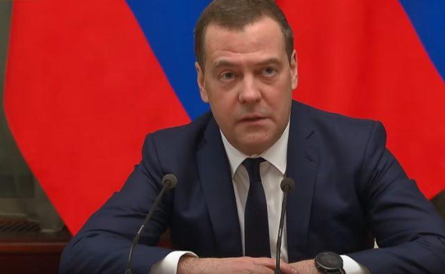 В России назвали причину ссоры Путина и Медведева