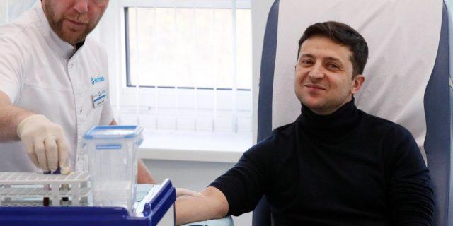 Украинцам напомнили, за что врачи не имеют права требовать деньги