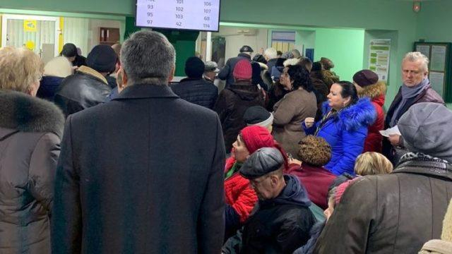 Украинцам без справки перестали давать пенсии