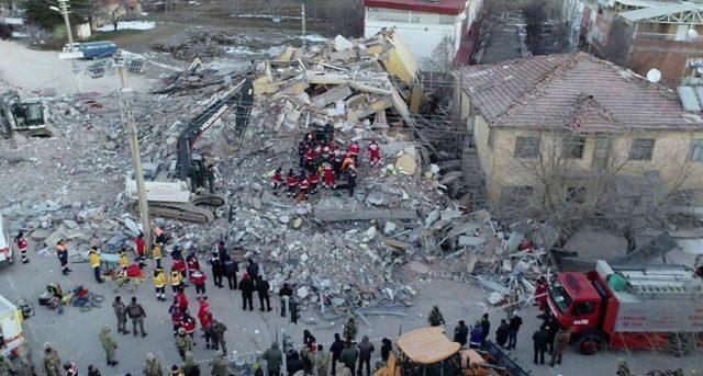 Мощное землетрясение прокатилось по Турции, 29 погибших