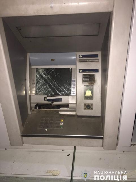 Банкомат ПриватБанка взорвали и украли все деньги