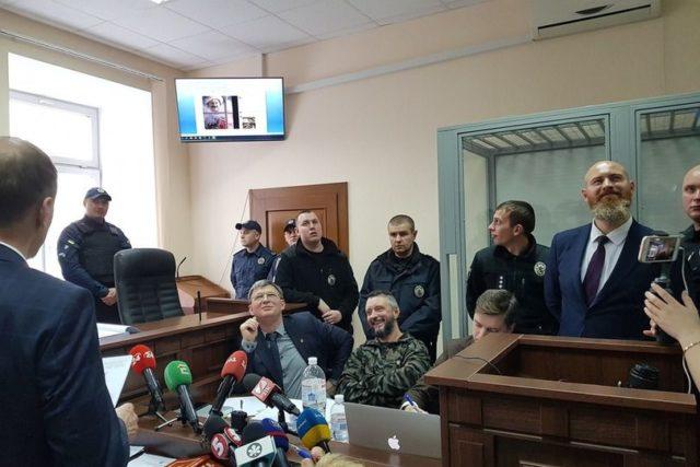 На заседании суда с Антоненко прокуроры показывали фотожабы с Гитлером