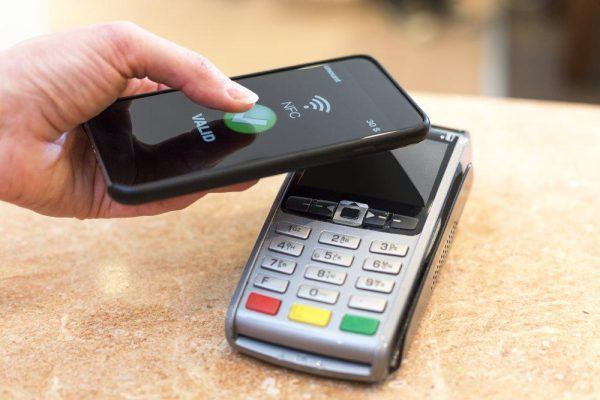 Особенности бесконтактной оплаты с помощью часов и телефона