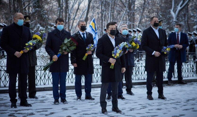 Зеленский почтил память героев Крут и высказался о войне на Донбассе