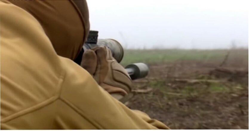 Солдат стрелял в мужчин, которые пытались прорваться на опорный пункт: есть погибший